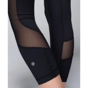 Lululemon Seek the Heat Crop-Black, Size 4